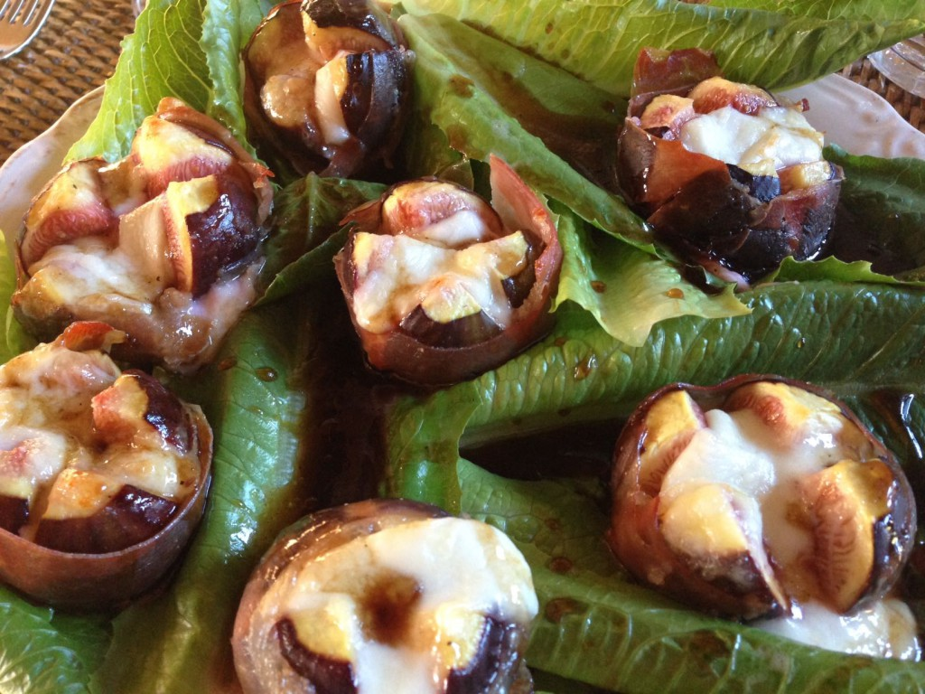 Figs from the oven with mozzarella and Parmaham