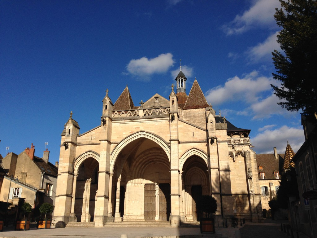 Picturesque wine village Beaune, in the Burgundy area, East of France, is a lovely place to visit all year around. Beautiful architecture, great food, excellent wines and country side surroundings