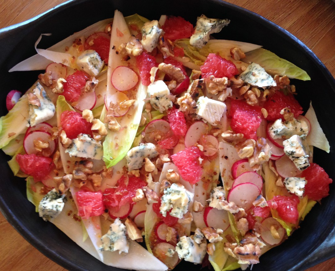 Chicory salad with blue cheese, grapefruit, walnuts and blue cheese