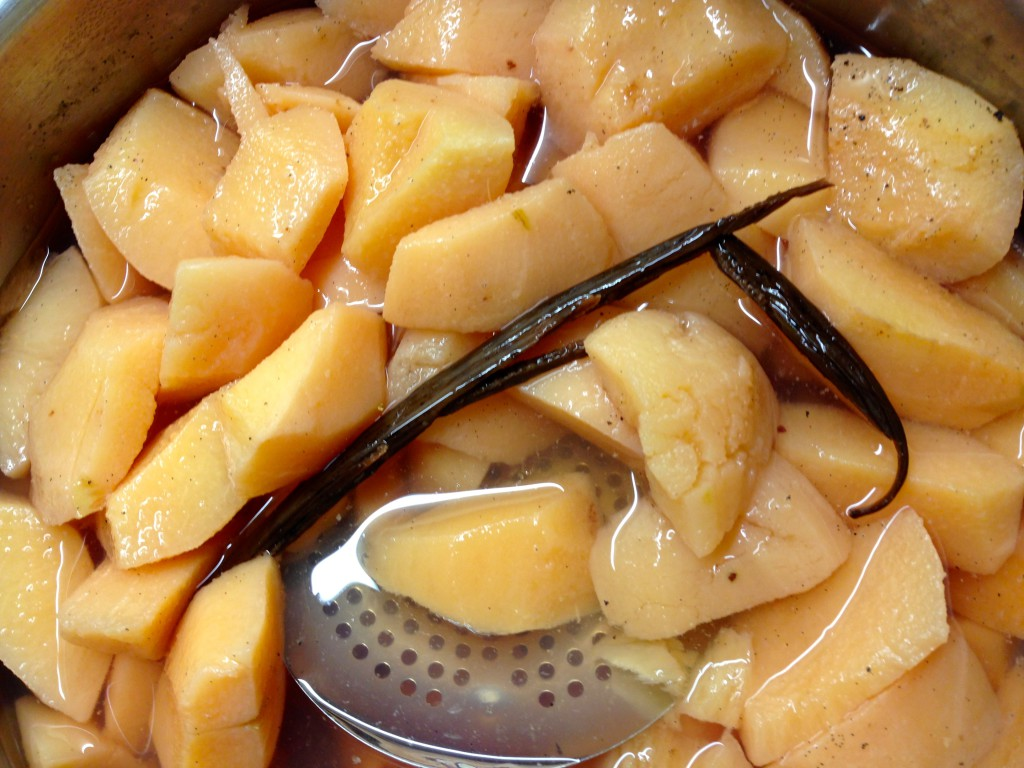 Quinces with vanilla cinnamon cardamom pepper cloves
