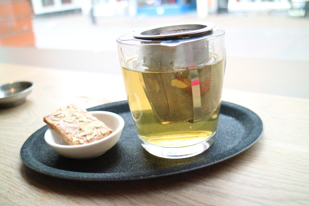 Besides coffee they also serve tea for example this Green Jasmine tea with homemade almond cookie