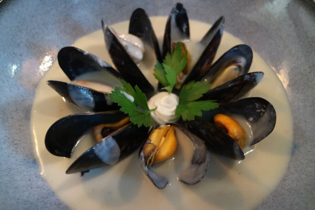 Mussels with cold potato and leep soup (Vichyssoise)