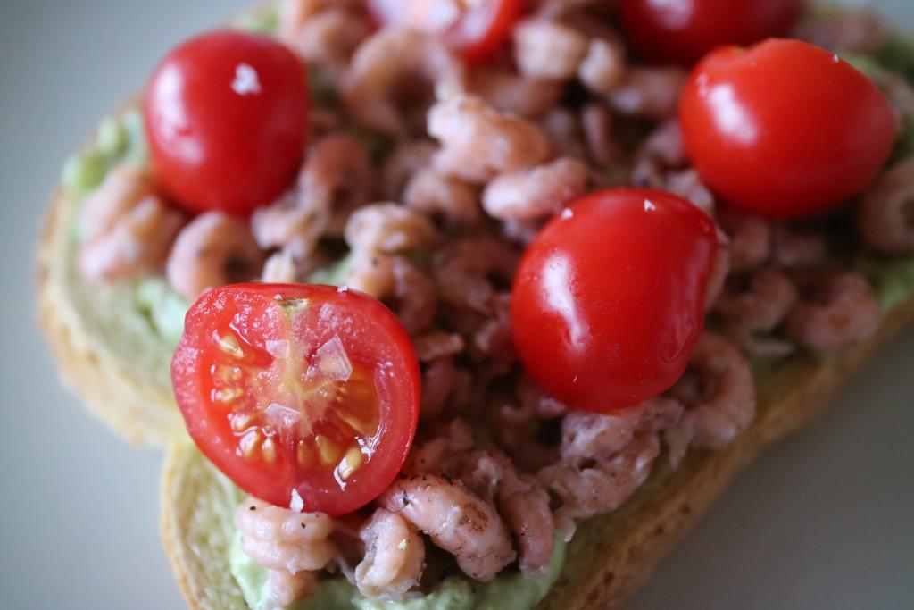 Guacamole, homemade, avocado, chili pepper, tomato, Dutch shrimps, food, recipe