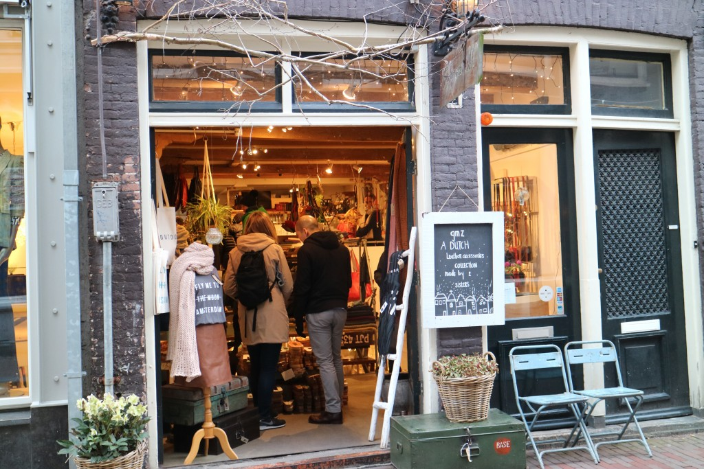 Negen Straatjes, Nine Street, Canals, Amsterdam, Shopping, boutiques, cafes and lunch restaurants, hotspots, better than Kalverstraat or Leidsestraat, Tourist, Getaway, City trip, Dutch capital