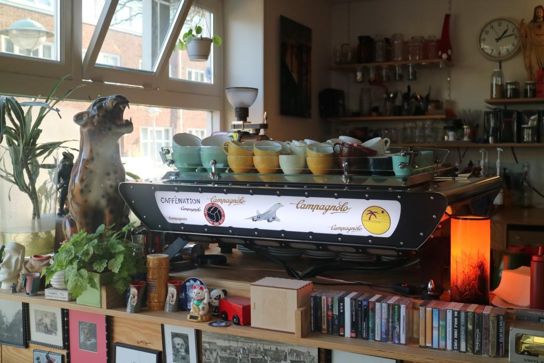 Caffènation, Amsterdam, Warmondstraat, Theophile de Bockstraat, Amsterdam, Hotspots, Barista, koffie, bonen, cacao, krant, ontbijt