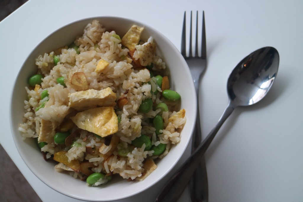 gebakken rijst the next level 2.0, Janneke Vreugdenhil, Solo-food, bosui, ei, omelette, rijst, edamame, knoflook, gember, sesamolie, sojasaus