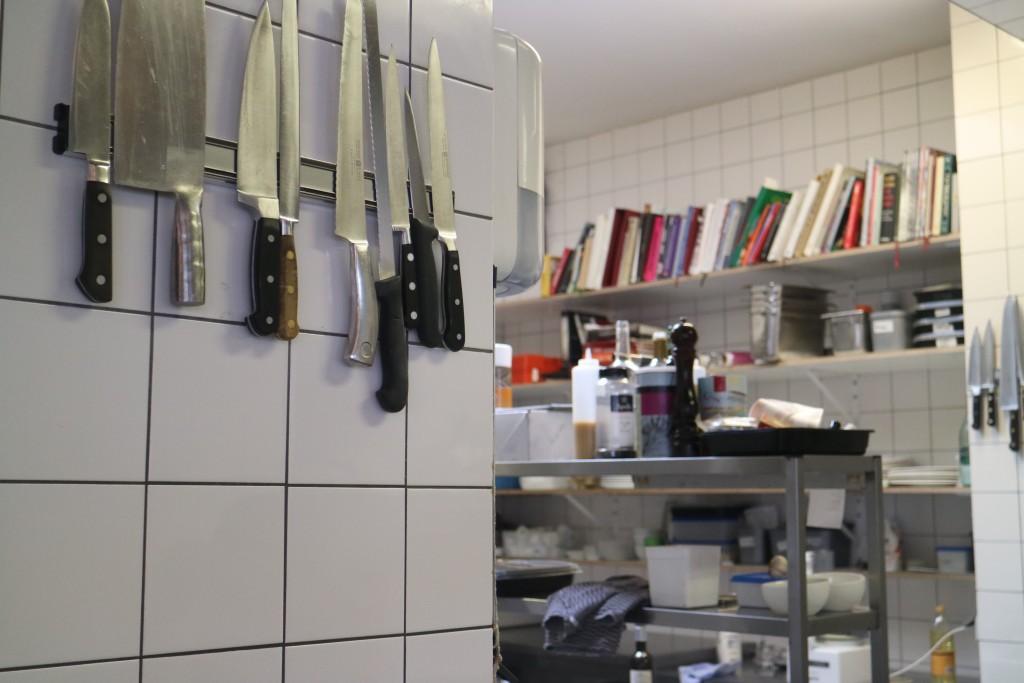 Cafe Modern. Meidoornweg, Amsterdam-Noord, Van de Pekplein, Van der Pekstraat, pont, NDSM, Noord Gestoord, pain au levain, zuurdesembrood, bakkerij, eten, eten is genieten