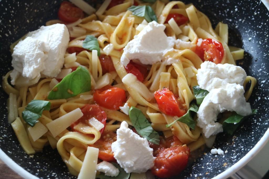 tagliatelle spaghetti kerstomaatjes nootmuskaat en ricotta