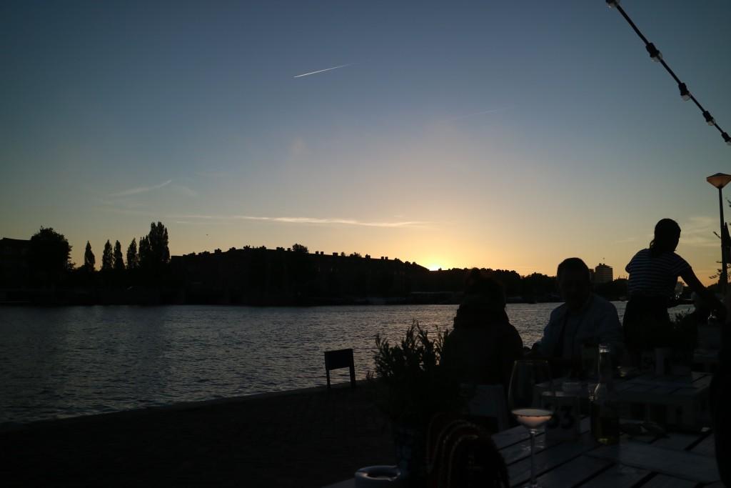 Girassol, Amsterdam, Weesperzijde, Portugees, Portugese Restaurant, coriander, cilantro, hier moet je eten, Amstel, buiten, terras, zon, lekker eten, keuken, kok, genieten, eten is genieten, wijn