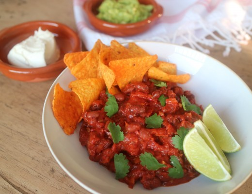 Chili sin carne, eten is genieten, thuiskok, Mexicaans, koken, koriander, cilantro, bonen, tomaat, guacemrle, zure room, avocado, komijn, chili, knoflook, ui, bier, recept, kook, koken, kookmeisje, eetmeisje
